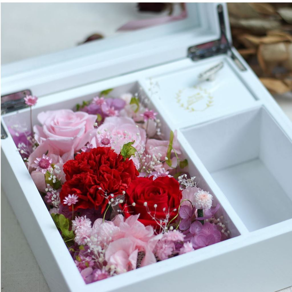 永生花花禮盒、不凋花花禮盒、乾燥花花禮盒、情人節禮物、告白禮物、結婚紀念日禮物、母親節禮物、珠寶盒